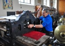 POULES CONFINÉES….POULES DÉCONFINÉES lithographies sur pierre, réalisées chez Tom Borocco, octobre 2020.